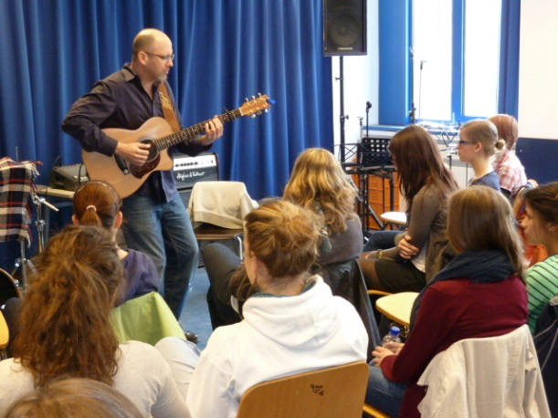 Adam Rafferty plays for students in Aachen Germany March 28, 2011